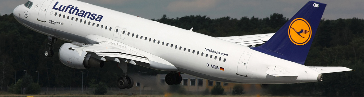 Lufthansa reports steep loss, warns of restructuring costs